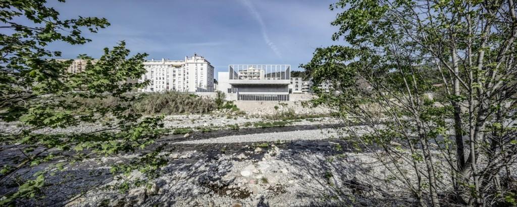 CAB_gymnase_Ariane-Nice_vue depuis la rive