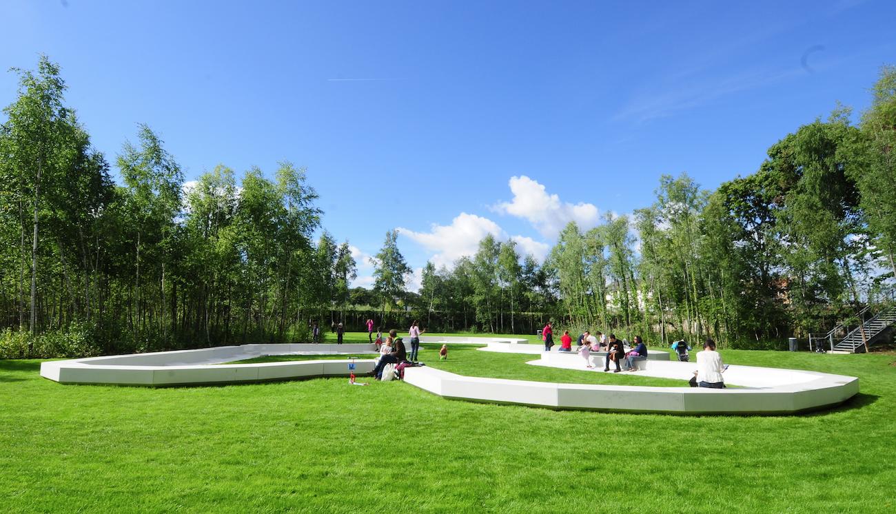 etangs gobert - Béton blanc au jardin des Etangs de Gobert