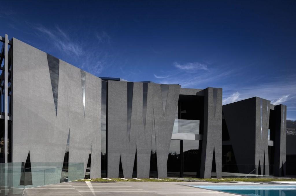 1 compressed1 1024x678 - Maison San Roque : voir et être vu !