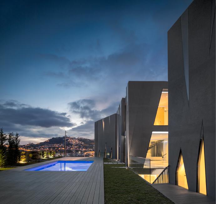 Maison San Roque façade extérieure au crépuscule