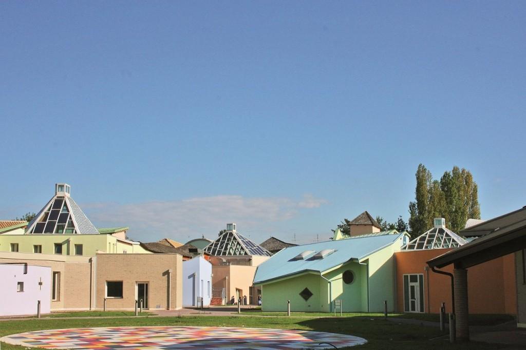 20 Ecole don Milani Faenza Italie 1997©Atelier Lucien Kroll compressed 1024x682 - Simone et Lucien Kroll : Tout est paysage, une architecture habitée