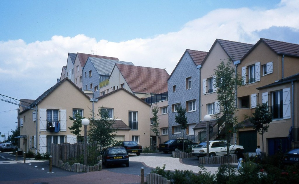 3 Sauvetage d'une barre de 40 logements Bethoncourt Montbéliard France 1996 compressed 1024x630 - Simone et Lucien Kroll : Tout est paysage, une architecture habitée