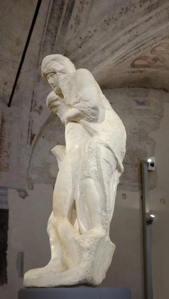 Pieta 4 compressed 577x1024 - Artemide illumine l'art