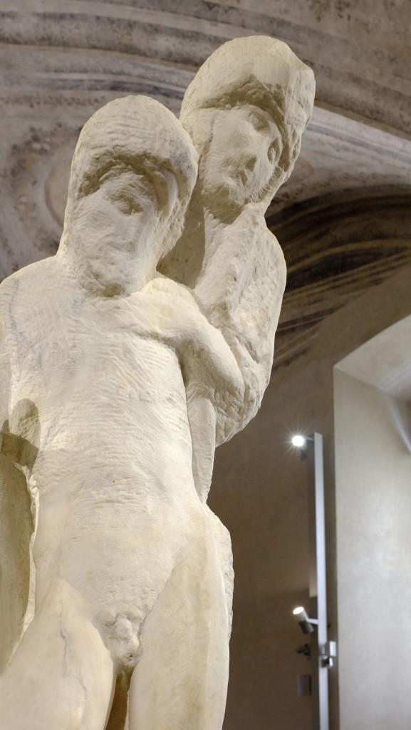 Pieta 5 compressed 577x1024 - Artemide illumine l'art