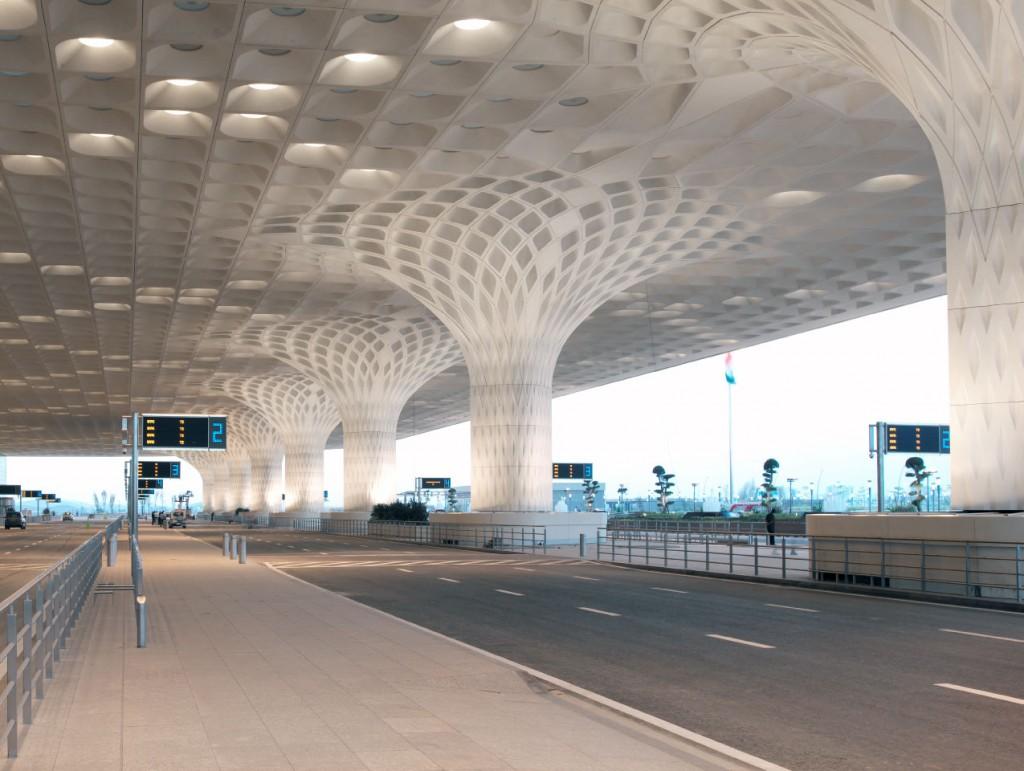 Chhatrapati Shivaji airport colonnes 1024x771 - Aéroport international Chhatrapati Shivaji : Canopée de lumière