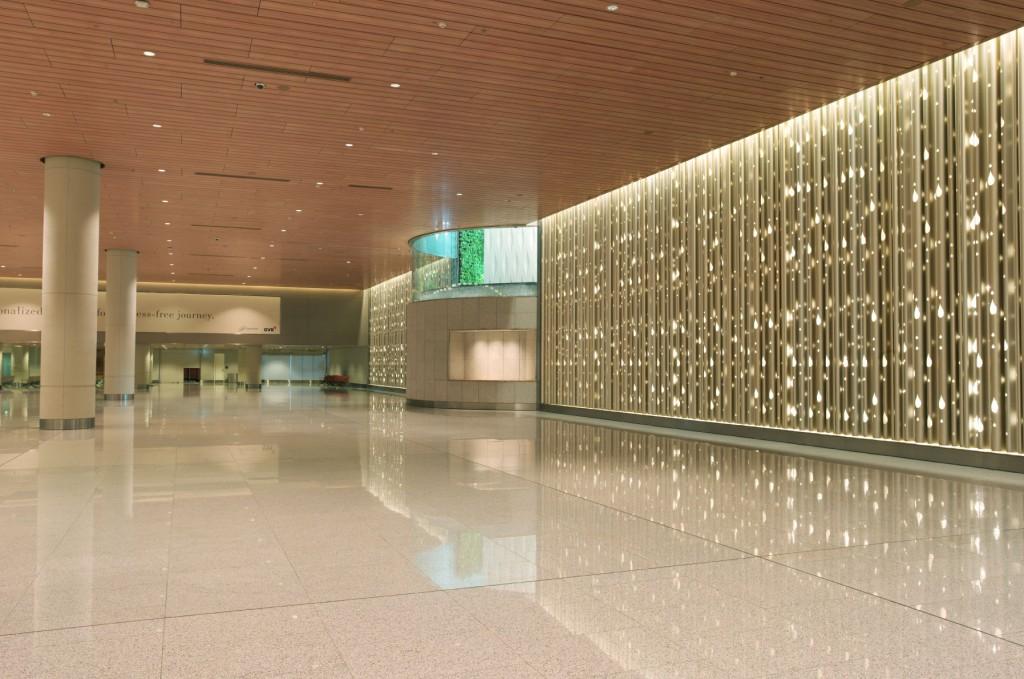 Mumbai aeroport interieur 1024x679 - Aéroport international Chhatrapati Shivaji : Canopée de lumière