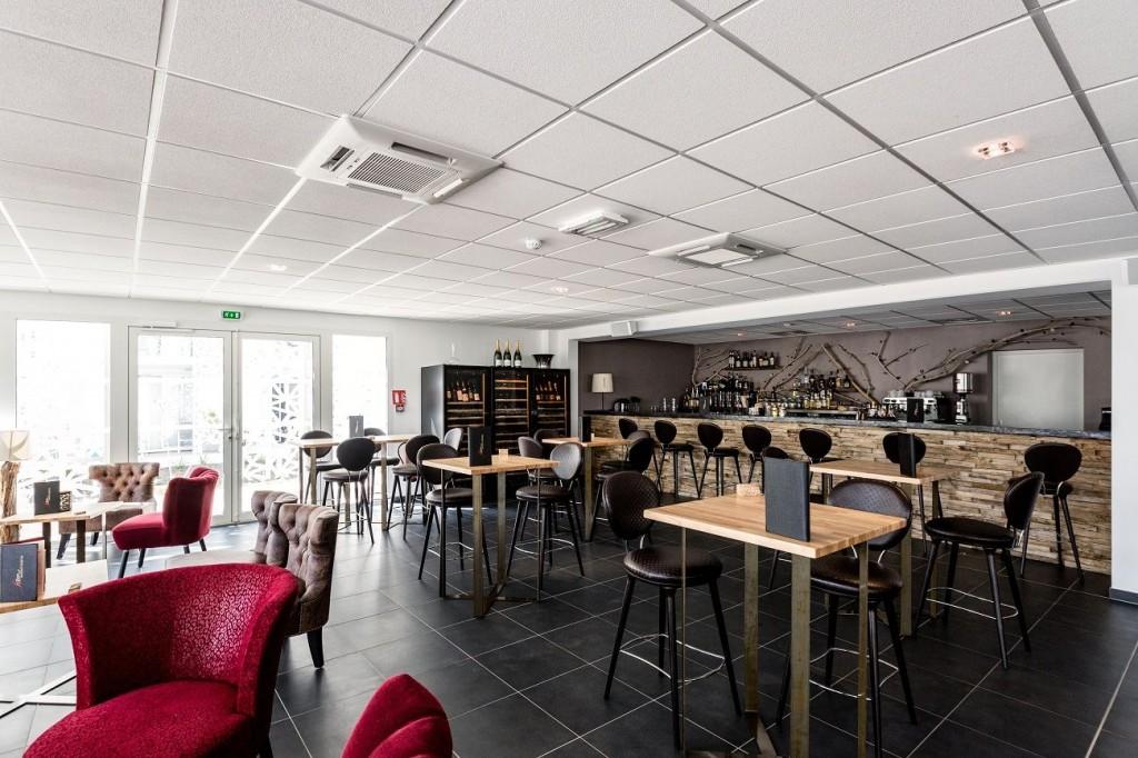 Nak%C3%A2ra bar restaurant 1024x682 - Dentelle de béton pour la résidence Nakâra