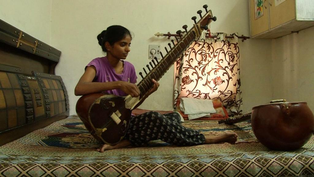 02 Joueuse de sitar compressed1 1024x576 - Chandigarh, le devenir indien d'une ville moderne