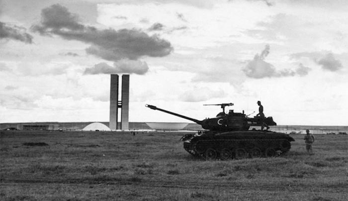 Tanks Brasilia Arquivo Publico do Distrito Federal compressed - L'architecte, le militaire et le politicien (parfois les trois à la fois)