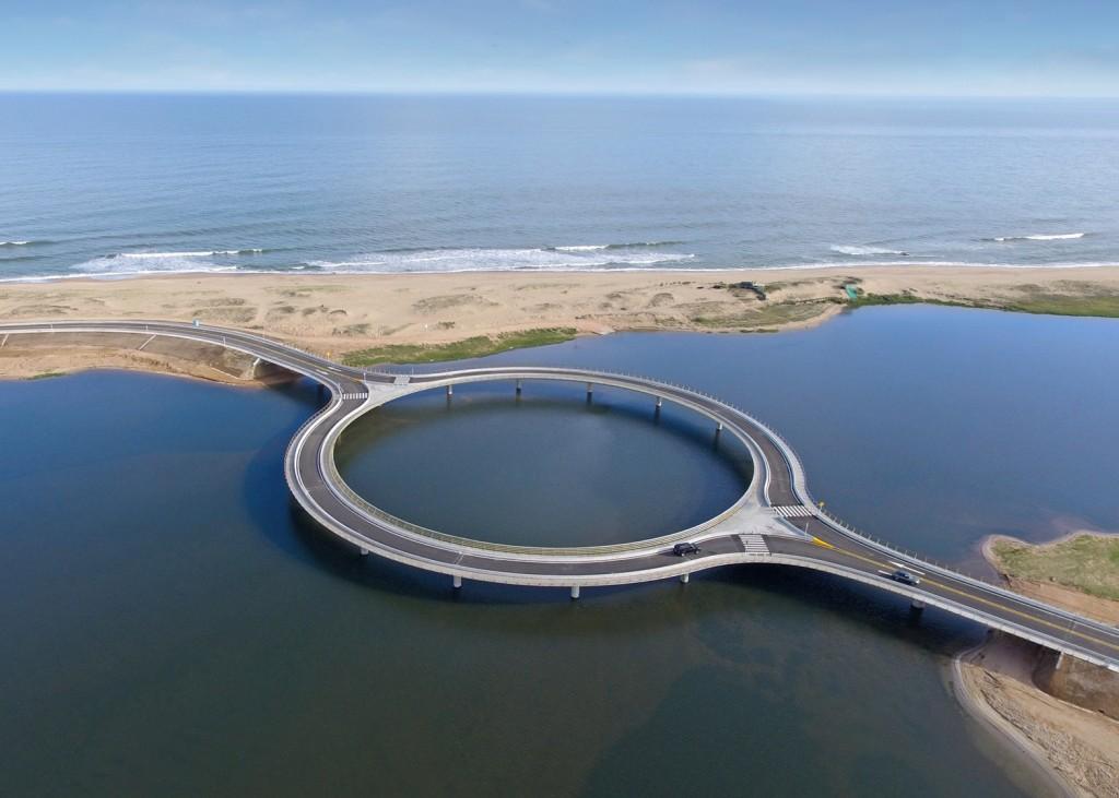 pont circulaire uruguay 2 1024x731 - Un étonnant pont circulaire, conçu par Rafael Viñoly