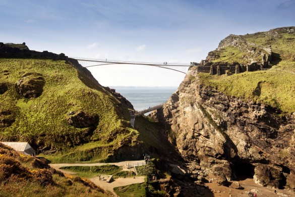 NeyPartners WilliamMatthews Tintagel Bridge VIEW 07 compressed 585x390 - La légendaire passerelle de Tintagel