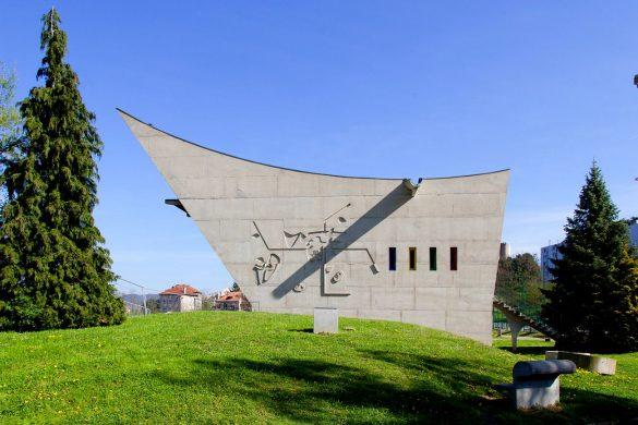 03 CASA DELLA CULTURA02 HD compressed 585x390 - Firminy, la cité méconnue de Le Corbusier