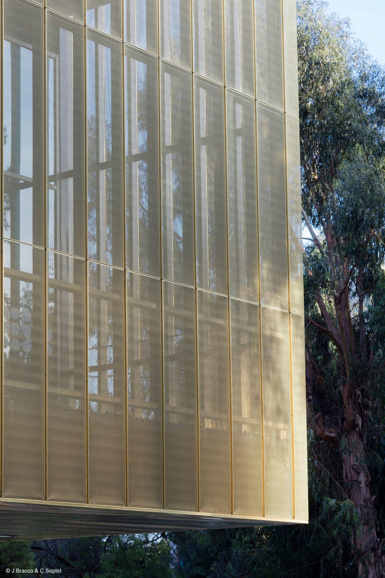 Centre Culturel Bastia c J compressed 1 - Le cuivre sublime des bâtiments insolites