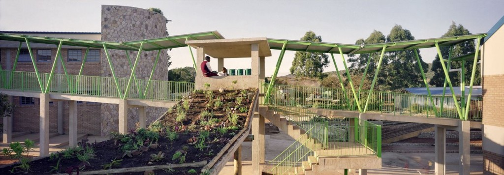 Rooftop garden walkway compressed 1024x356 - Global Award for Sustainable Architecture : 1/6