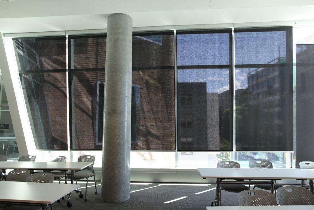 3 UTS Dr Chau Chak Wing Sydney Australie Soltis 99 compressed 1024x683 - SERGE FERRARI : la lumière, pas la chaleur
