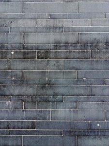 musverre3 225x300 - A Sars-Poteries, le MusVerre est taillé dans la pierre