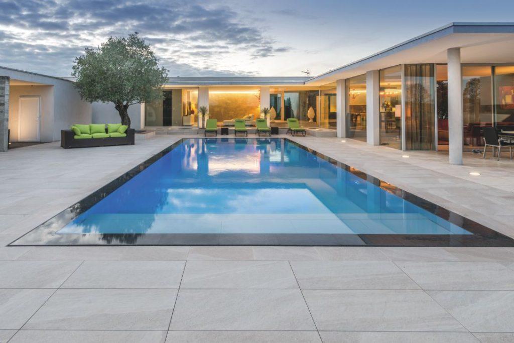 piscine miroir une r novation sign e carr bleu archicree cr ations et recherches. Black Bedroom Furniture Sets. Home Design Ideas