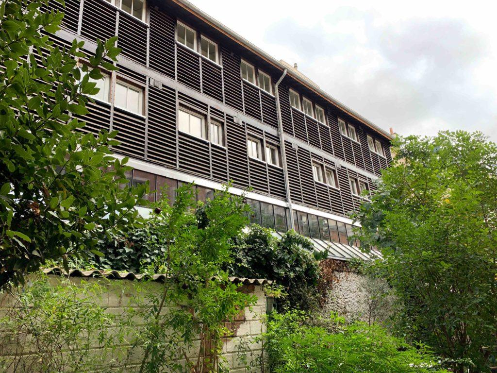 La façade extérieure et ses ventelles