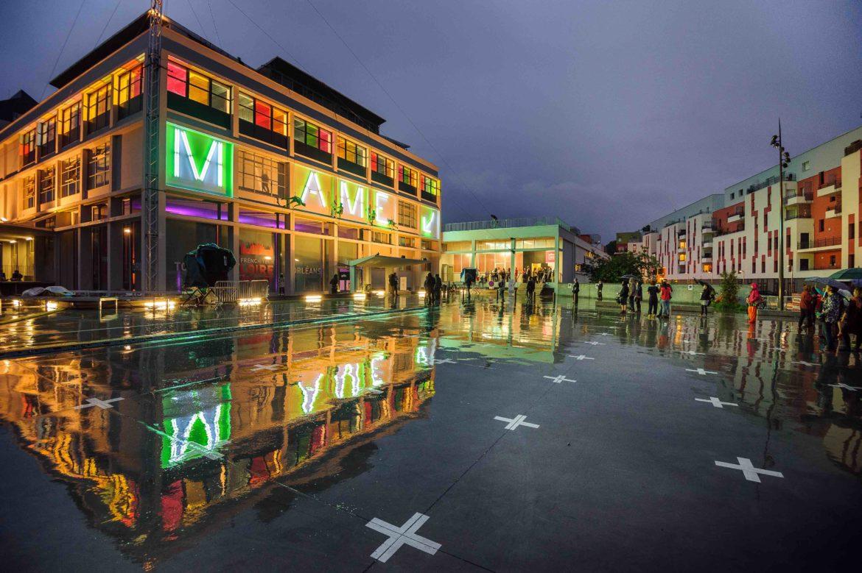 L'imprimerie MAME à Tours, fruit de l'architecture industrielle du XXe siècle, a notamment associé l'architecte Bernard Zehrfuss (grand Prix de Rome 1939) et l'architecte et designer Jean Prouvé dans les années 1950. Le bâtiment conclut aujourd'hui sa métamorphose, sous la supervision du tandem Caraty Poupart-Lafarge et RCP Design, et devient un véritable bâtiment du XXIe siècle.