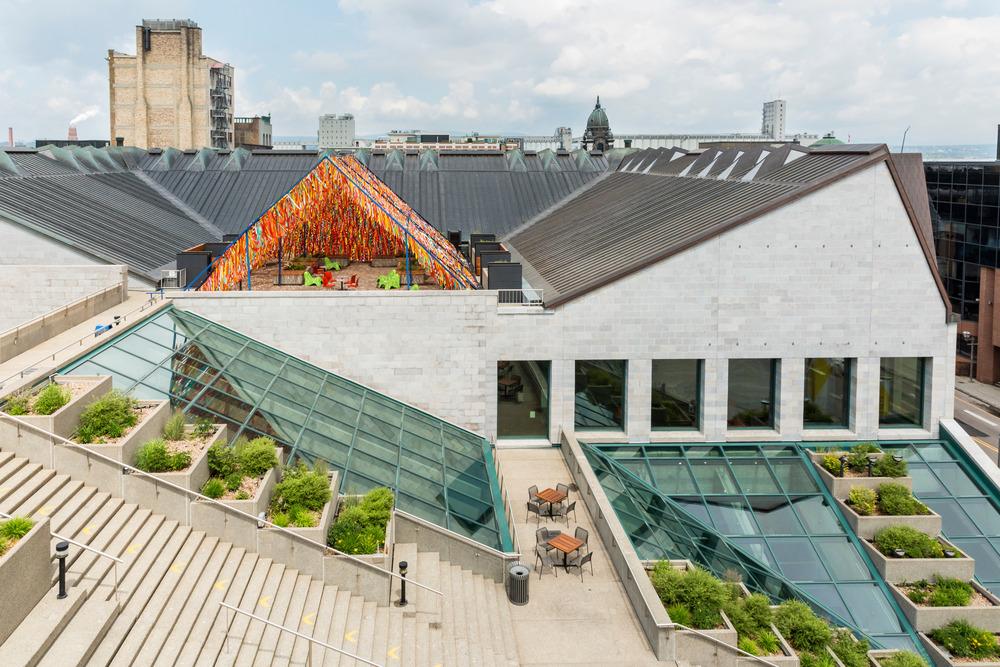 """""""Roof Line Garden"""" de Julia Jamrozik et Coryn Kempster, artistes et designers canadiens basés à Buffalo, dans l'État de New York"""