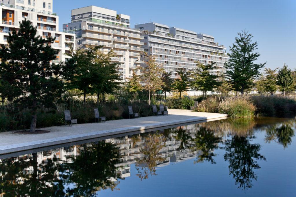 """Immeuble de logements ZAC """"Rives de Seine"""" (Boulogne-Billancourt), réalisé par Lipsky+Rollet architectes dont l'associée Florence Lipsky a obtenu le prix """"Femme architecte"""" de l'année 2020 © Lipsky+Rollet architectes"""